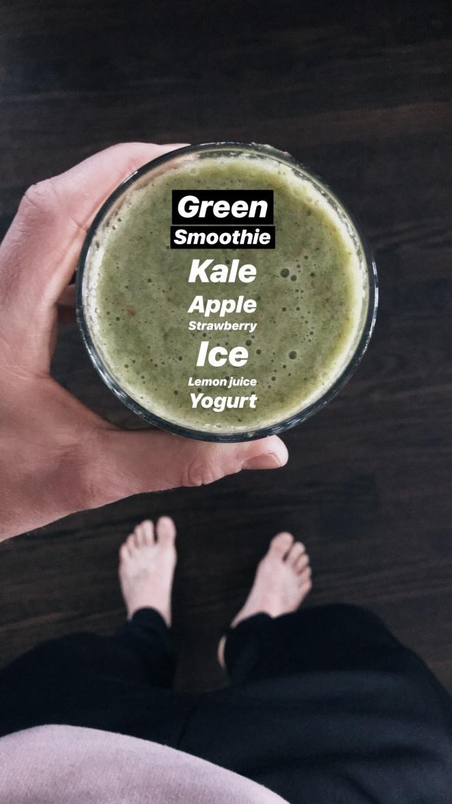 Green Kale Smoothie from Natepk.com